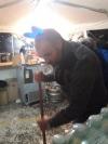 don Paolo impegnato nelle pulizie